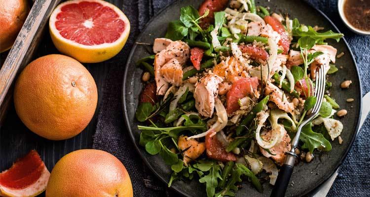 o que é toranja - salada com salmão
