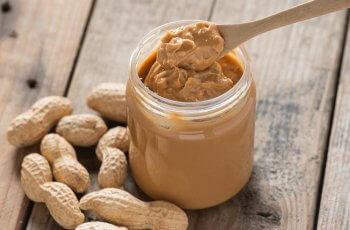 4 receitas com pasta de amendoim para uma sobremesa deliciosa